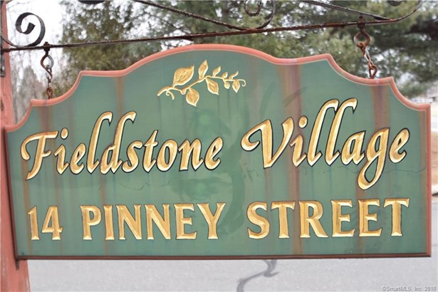 Ellington, CT - USA (photo 1)