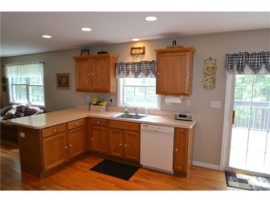 878 Hillstown Rd, Manchester, CT - USA (photo 4)