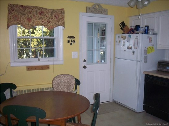 Single Family For Sale, Cape Cod - Manchester, CT (photo 4)