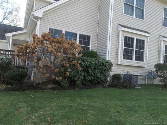 Townhouse, Condominium - East Windsor, CT (photo 1)