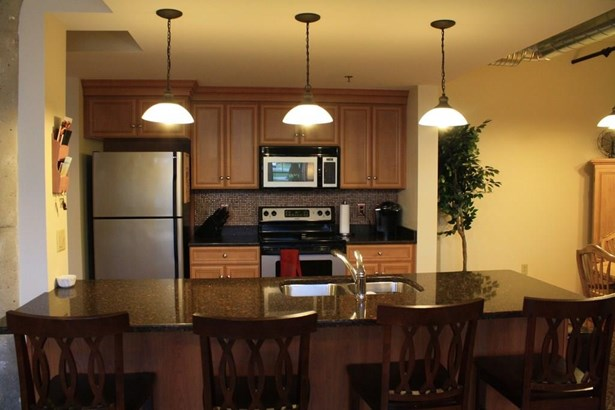 Condominium, Ranch - Windsor, CT (photo 5)