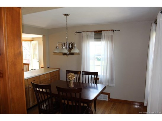 Cape Cod, Single Family Rental - Windsor Locks, CT (photo 2)