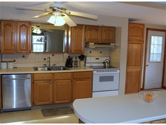 Cape Cod, Single Family Rental - Windsor Locks, CT (photo 3)