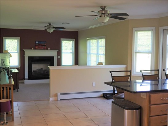 Single Family For Sale, Colonial - Manchester, CT (photo 2)