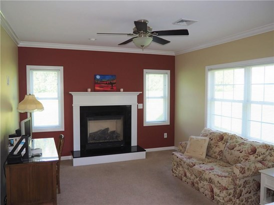 Single Family For Sale, Colonial - Manchester, CT (photo 4)