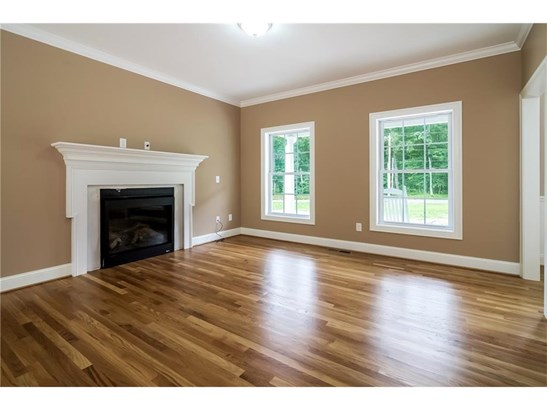 Single Family For Sale, Colonial - Manchester, CT (photo 3)