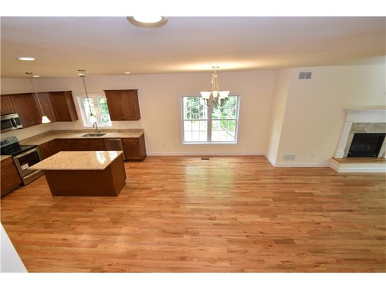 Single Family For Sale - Manchester, CT (photo 4)