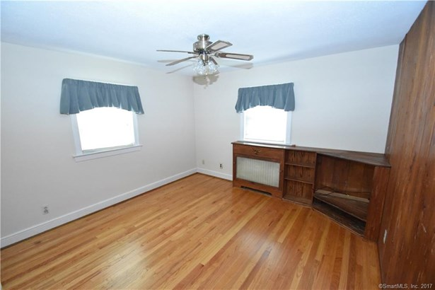 Single Family For Sale, Cape Cod - Manchester, CT (photo 5)