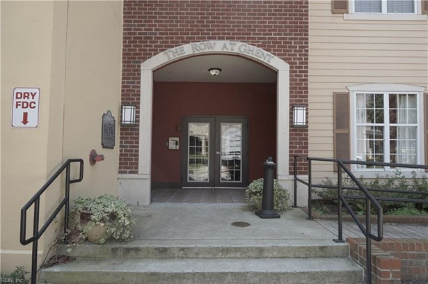 Attached,Attached Residential, Mid Rise - Norfolk, VA