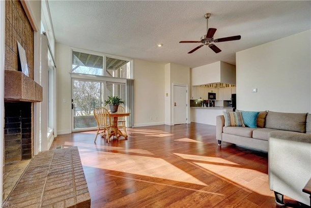 Attached,Attached Residential, Contemp,Mid Rise - Norfolk, VA
