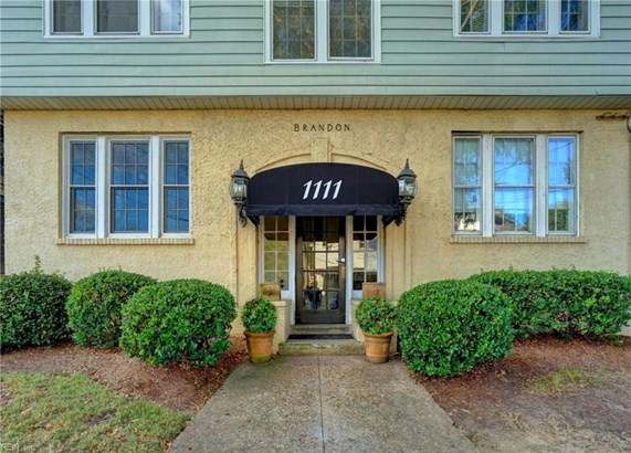 Apartment,Mid Rise, Attached,Attached Residential - Norfolk, VA