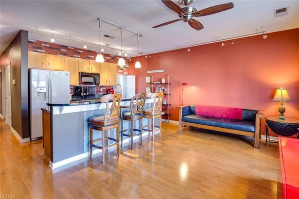 Attached,Attached Residential, Contemp,High-Rise - Norfolk, VA (photo 4)