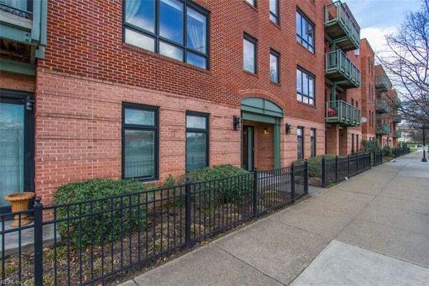 Attached,Attached Residential, Contemp,Mid Rise - Norfolk, VA (photo 2)