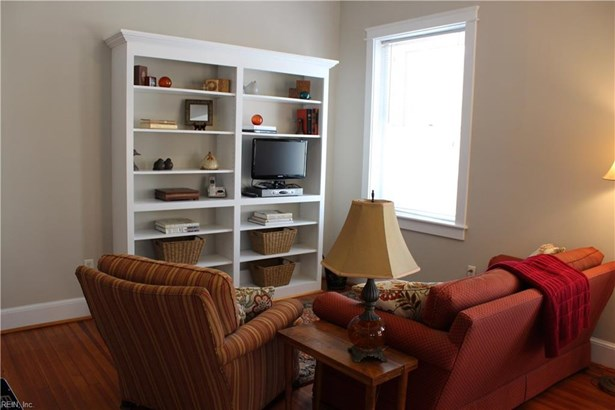 Attached,Attached Residential, Apartment,Traditional - Norfolk, VA (photo 3)