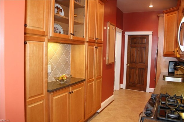 Attached,Attached Residential, Apartment,Traditional - Norfolk, VA (photo 5)