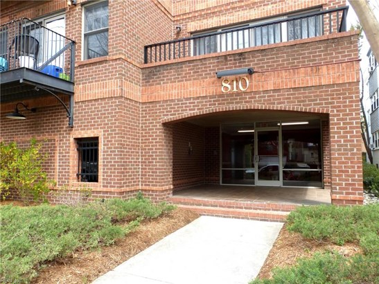Attached,Attached Residential, Contemp - Norfolk, VA (photo 4)