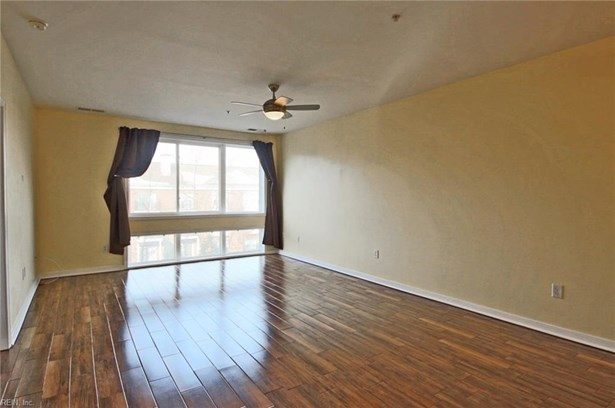 Apartment,Mid Rise, Attached,Attached Residential - Norfolk, VA (photo 3)