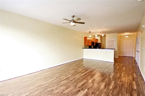 Apartment,Mid Rise, Attached,Attached Residential - Norfolk, VA (photo 5)