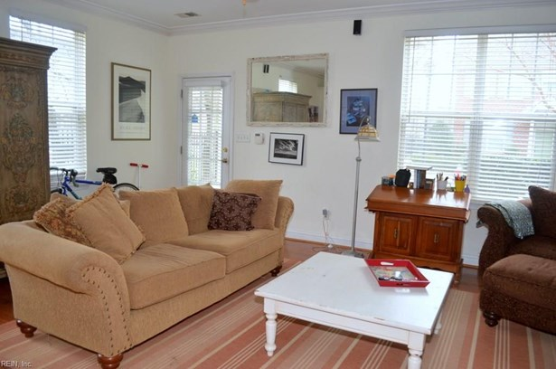 Attached,Attached Residential, Townhouse - Norfolk, VA (photo 5)
