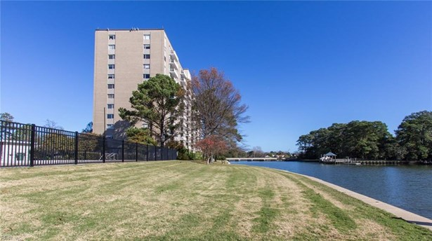 Attached,Attached Residential, Apartment,High-Rise - Norfolk, VA (photo 2)