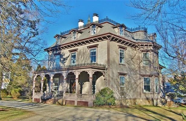 Town House - Bristol, RI