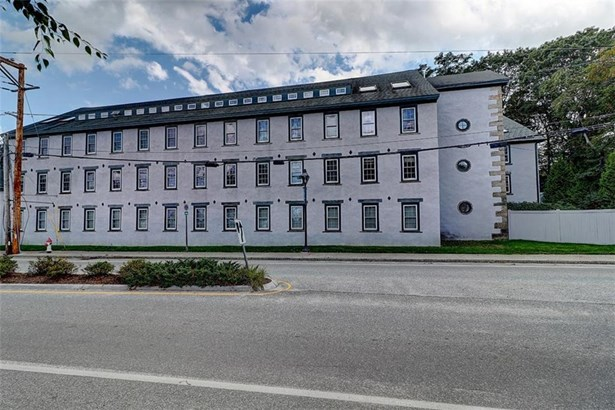 Town House - East Greenwich, RI (photo 3)