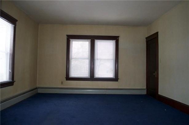 Apartment - Pawtucket, RI (photo 4)