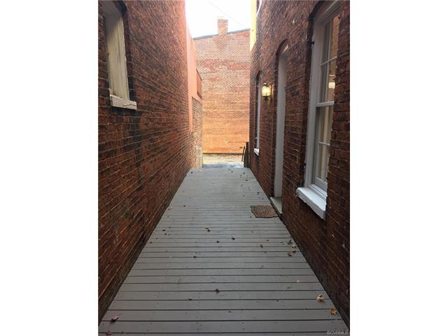 Attached, Rowhouse/Townhouse,Tri-Level/Quad Level,Victorian - Richmond, VA (photo 3)