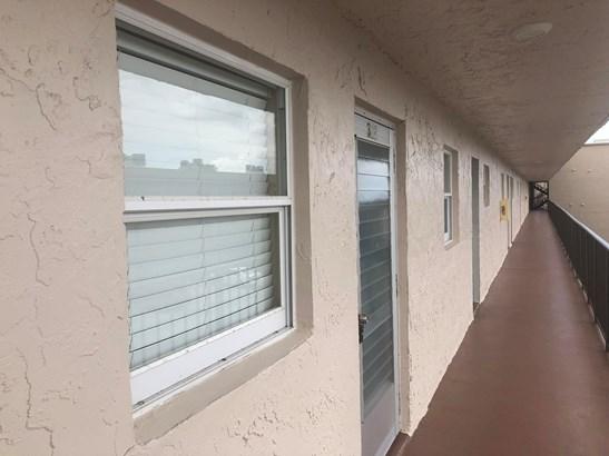 725 Lori Drive Unit 312, Palm Springs, FL - USA (photo 4)