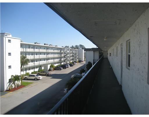 721 Lori Drive Unit 302, Palm Springs, FL - USA (photo 3)