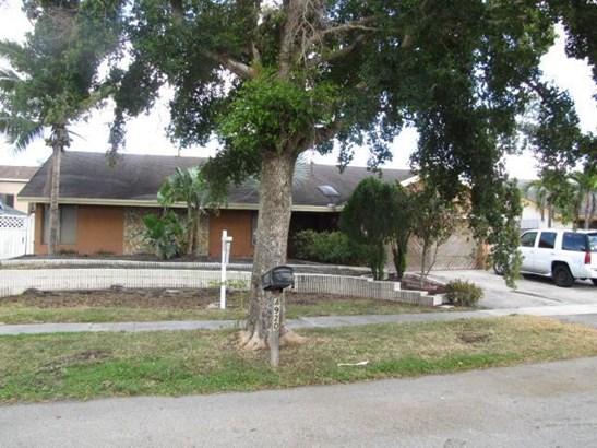 4920 Nw 72nd Terrace, Lauderhill, FL - USA (photo 1)
