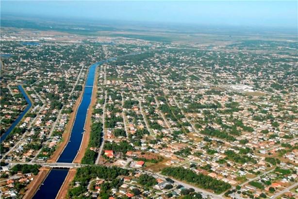 832 Sw Glenview Court, Fort Pierce, FL - USA (photo 5)