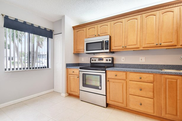 2641 Gately Drive Unit 1002, West Palm Beach, FL - USA (photo 4)