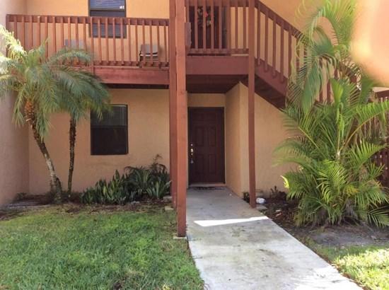 907 Lakeview Circle, Royal Palm Beach, FL - USA (photo 2)
