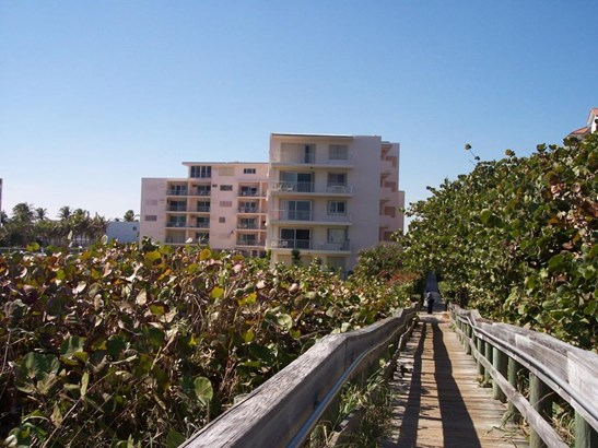 33 S Ocean Avenue Unit 102, Palm Beach Shores, FL - USA (photo 1)