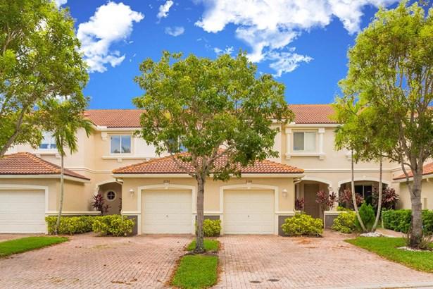 2015 Oakhurst Way, Riviera Beach, FL - USA (photo 1)