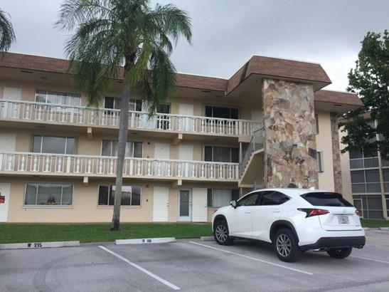 400 Village Green Circle Unit 319, Palm Springs, FL - USA (photo 1)