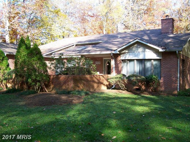 5916 Hallowing Dr, Lorton, VA - USA (photo 3)