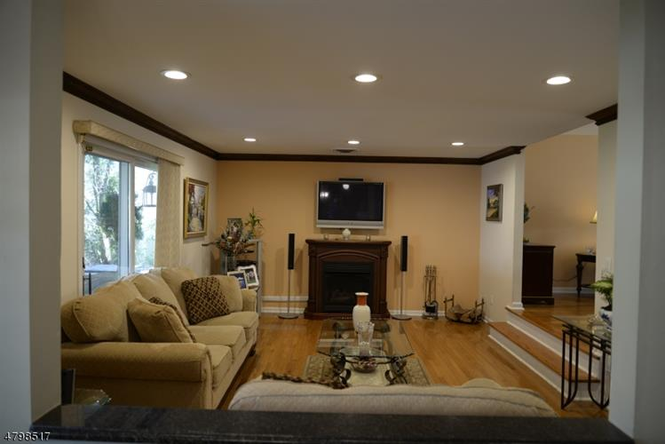 52 Greenrale Ave, Wayne, NJ - USA (photo 4)