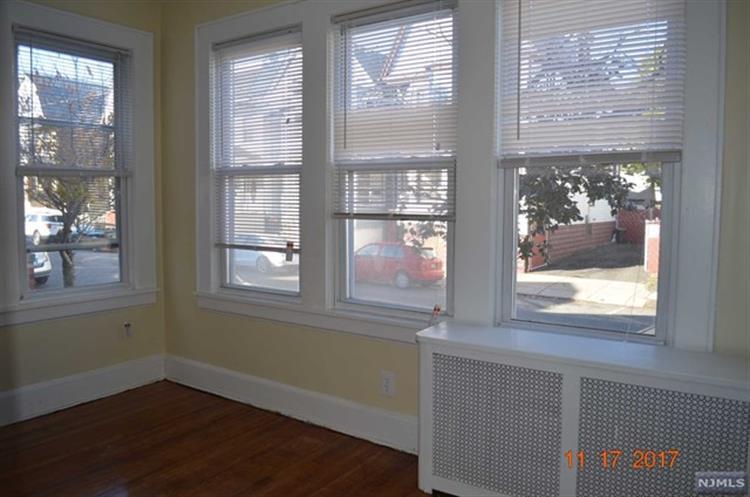 344 Chestnut Street, Kearny, NJ - USA (photo 5)