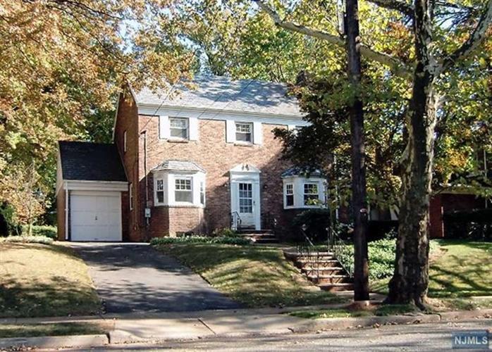 695 Larch Ave, Teaneck, NJ - USA (photo 1)