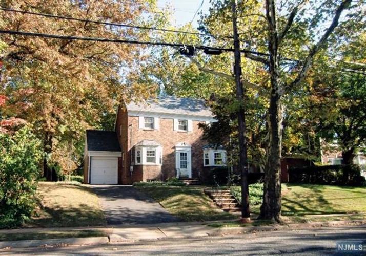 695 Larch Ave, Teaneck, NJ - USA (photo 2)