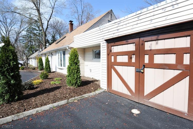 1365 Pompton Ave, Cedar Grove, NJ - USA (photo 4)