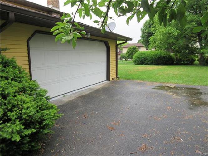 410 Manor Drive, Nazareth, PA - USA (photo 2)