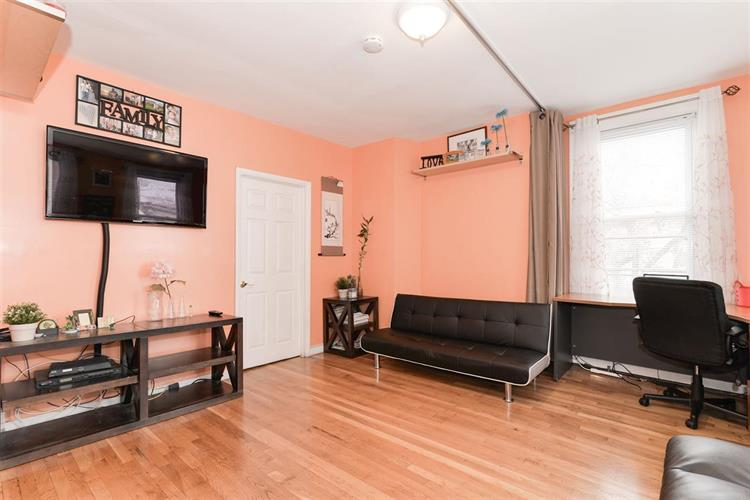 1058 Summit Ave, Unit 2 2, Jersey City, NJ - USA (photo 2)