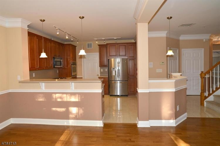 102 George Russell Way, Clifton, NJ - USA (photo 2)