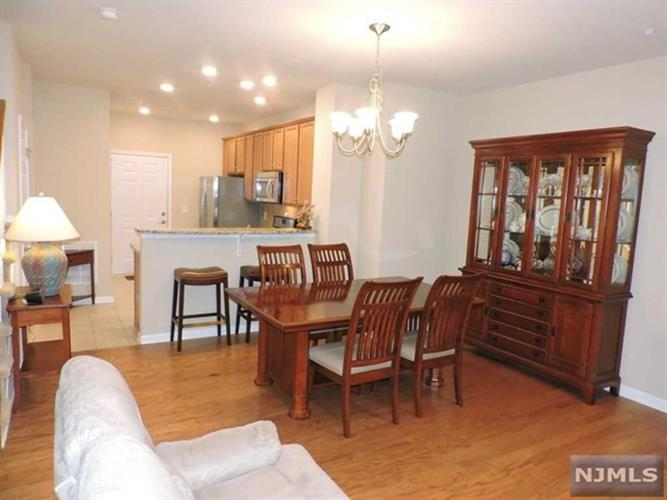 133 Eisenhower Ln, Wood Ridge, NJ - USA (photo 4)