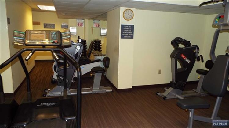 280 Prospect Avenue, Unit #10 10-o, Hackensack, NJ - USA (photo 3)