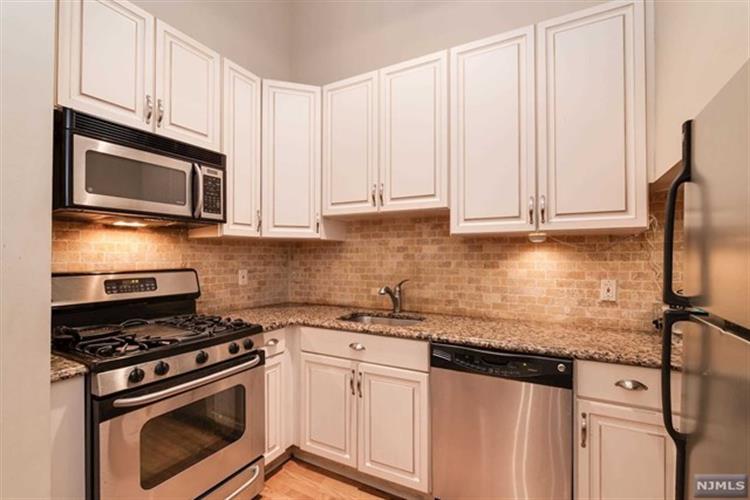518-536 Gregory Avenue, Unit A42 A420, Weehawken, NJ - USA (photo 2)