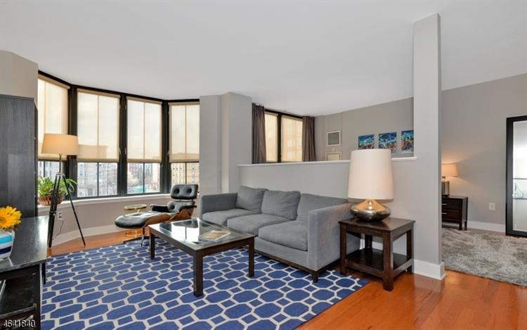1025 Maxwell Ln 417, Hoboken, NJ - USA (photo 2)